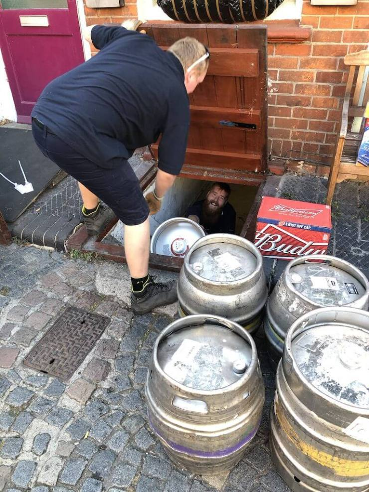 Happy draymen delivering real ale deliveries to The Retreat pub in Reading