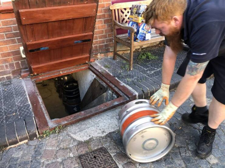 Beer deliveries to The Retreat pub in Reading