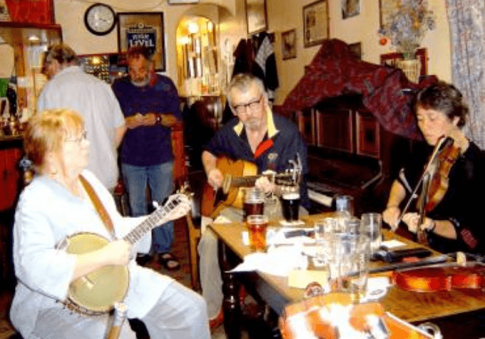 Live music at The Retreat pub in Reading