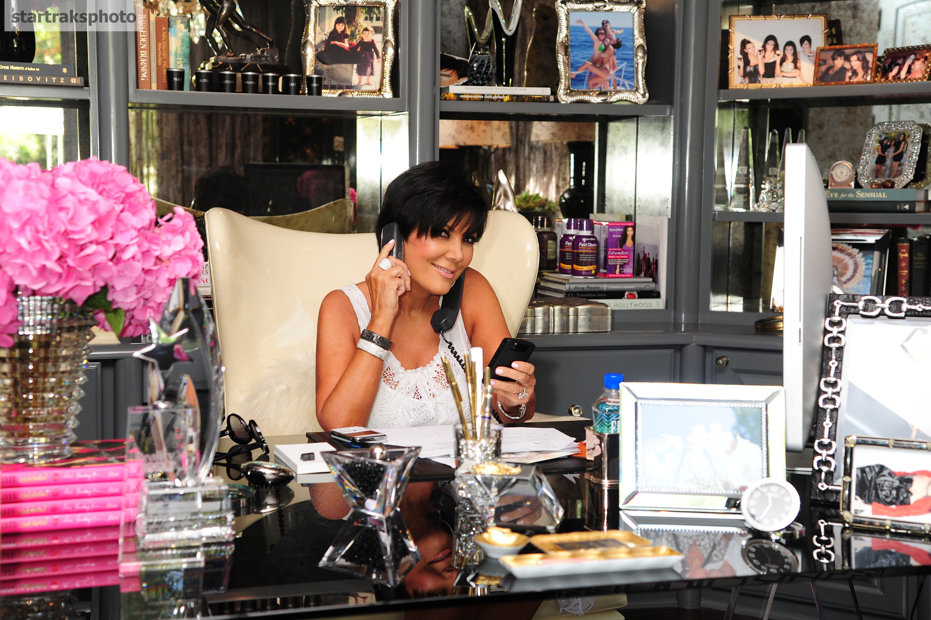 Superbe Kris Jenner Shows Off Her Home Office