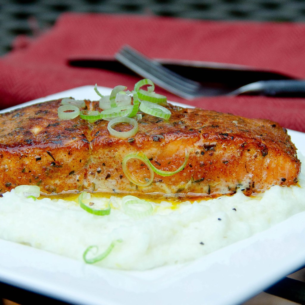 creole salmon with parmesan grits 2
