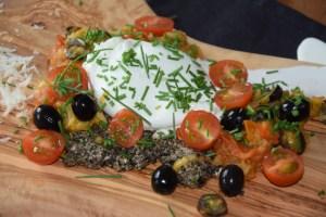 Burrata mit Tomaten und Oliven