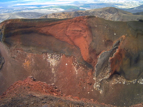 the Red Crater on the Tongariro crossing in New Zealand