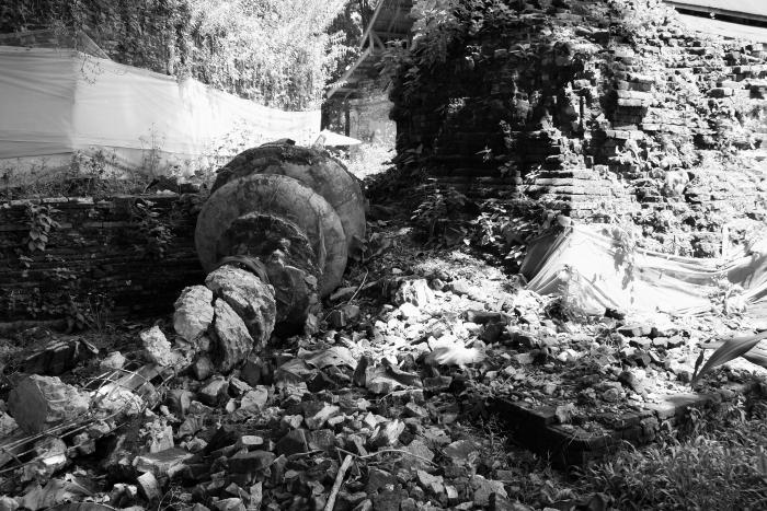 Crumbled ruins at Wat Chedi Luang in Chiang Saen, Thailand