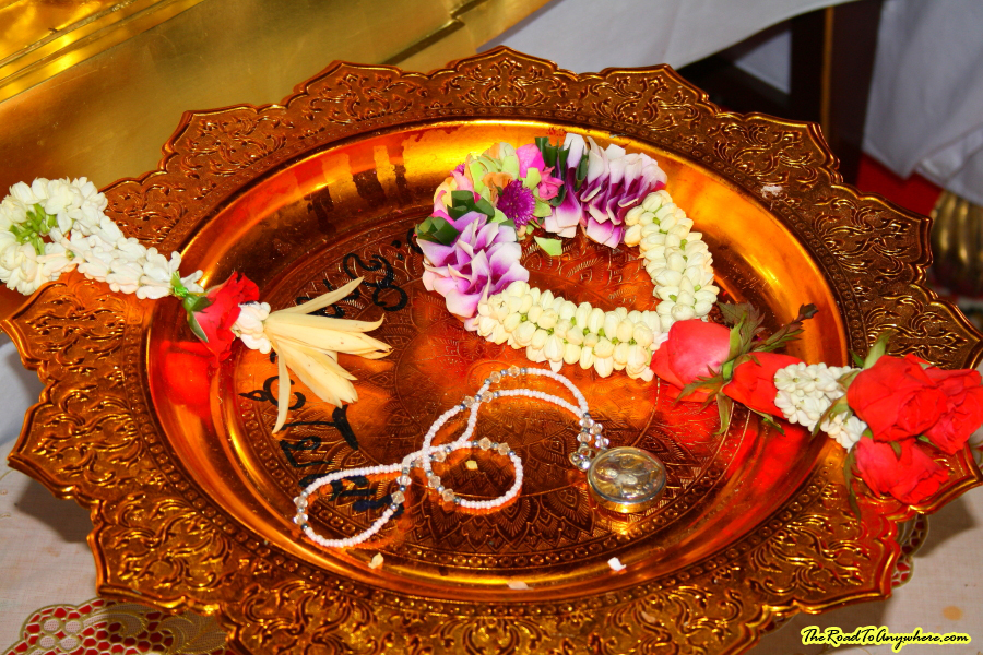 An offering plate at Wat Indraviharn in Bangkok, Thailand