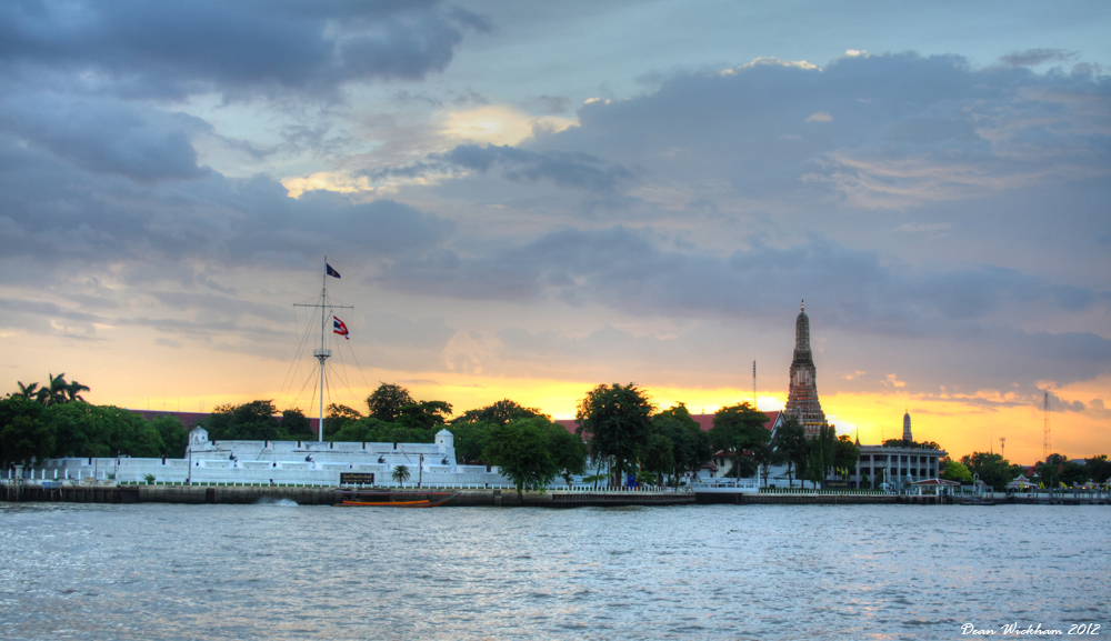 Wichai Prasit Fort and Wat Arun at sunset on the Chao Phraya River in Bangkok, Thailand