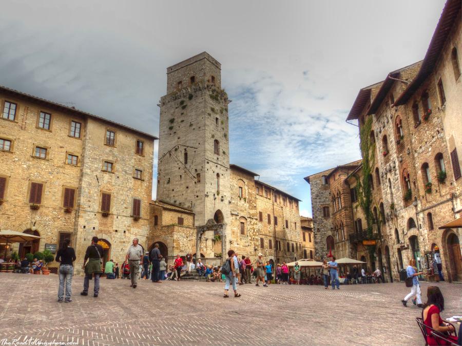 Piazza della Cisterna in San Gimignano, Tuscany, Italy