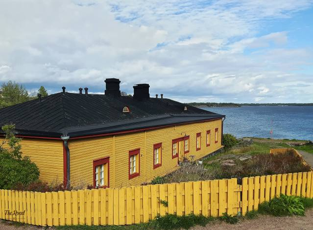 Yellow house on the island of Suomenlinna seen on a travel date in Finland, my third new country of 2018