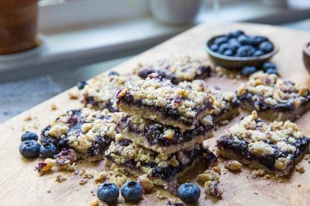 Paleo Blueberry Crumb Bars - grain-free, refined sugar-free, dairy-free made with almond flour, coconut oil and pure maple syrup | TheRoastedRoot.net