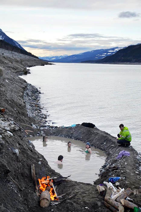 Photo: Matt Morison Some crafty and determined residents have been finding spots in the rock bank above the hot springs since then, sometimes digging holes that seem to fill with heated water as the reservoir rises. The water has been as high as 50 degrees Celsius in recent weeks.