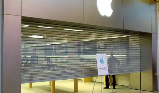 Apple Employees Line Up and Prepare for Battle