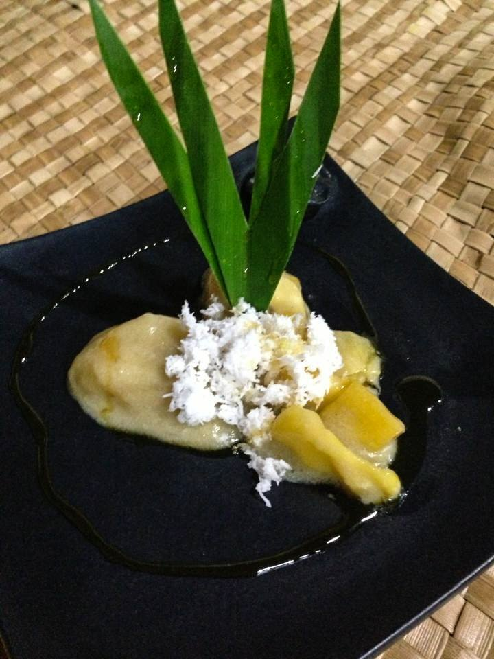 Boiled bananas in palm sugar sauce