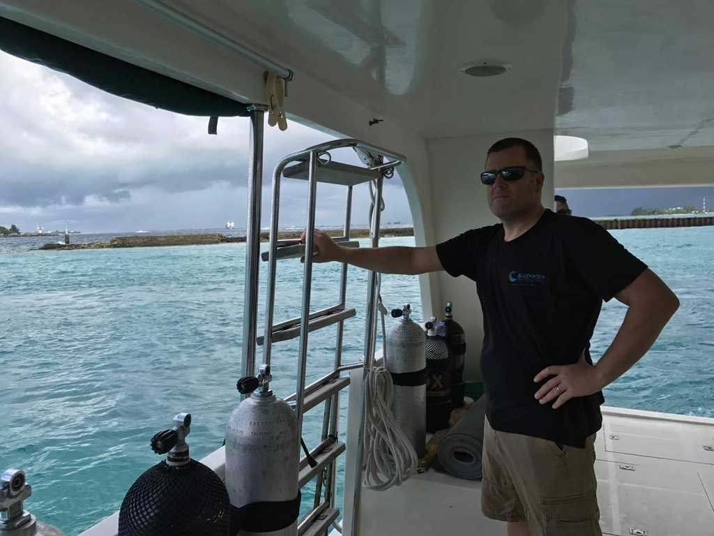 Heading out to a dive site on the dhoni