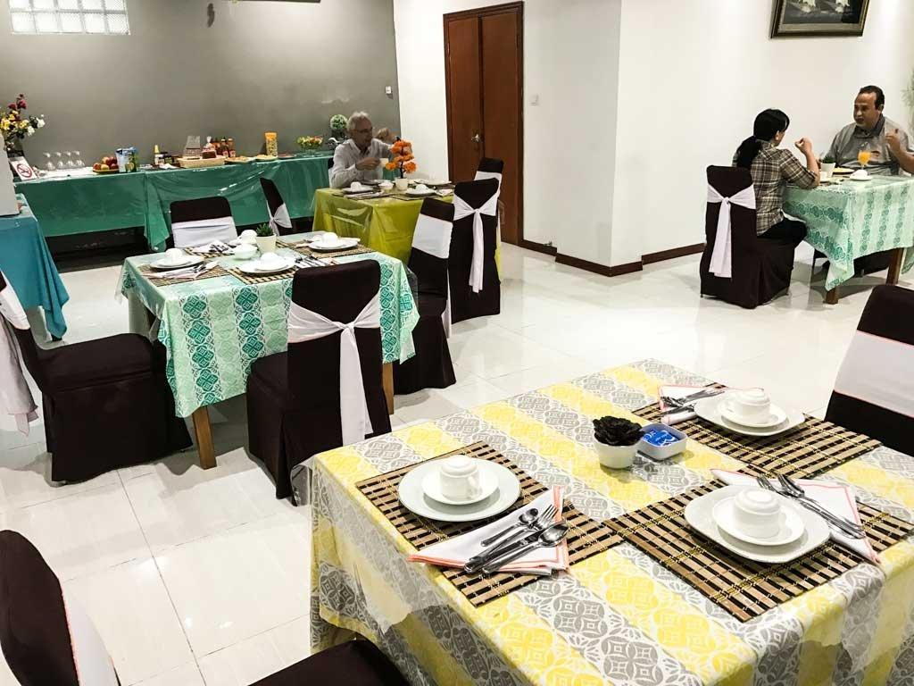 Dili hotel - breakfast room