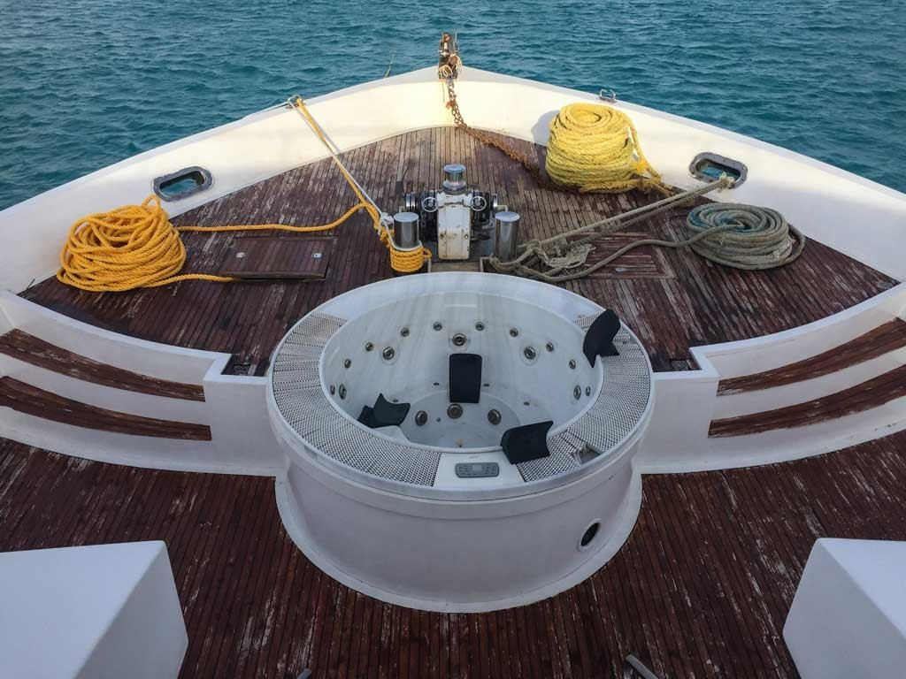 Emperor Leo Maldives liveaboard hot tub in reality