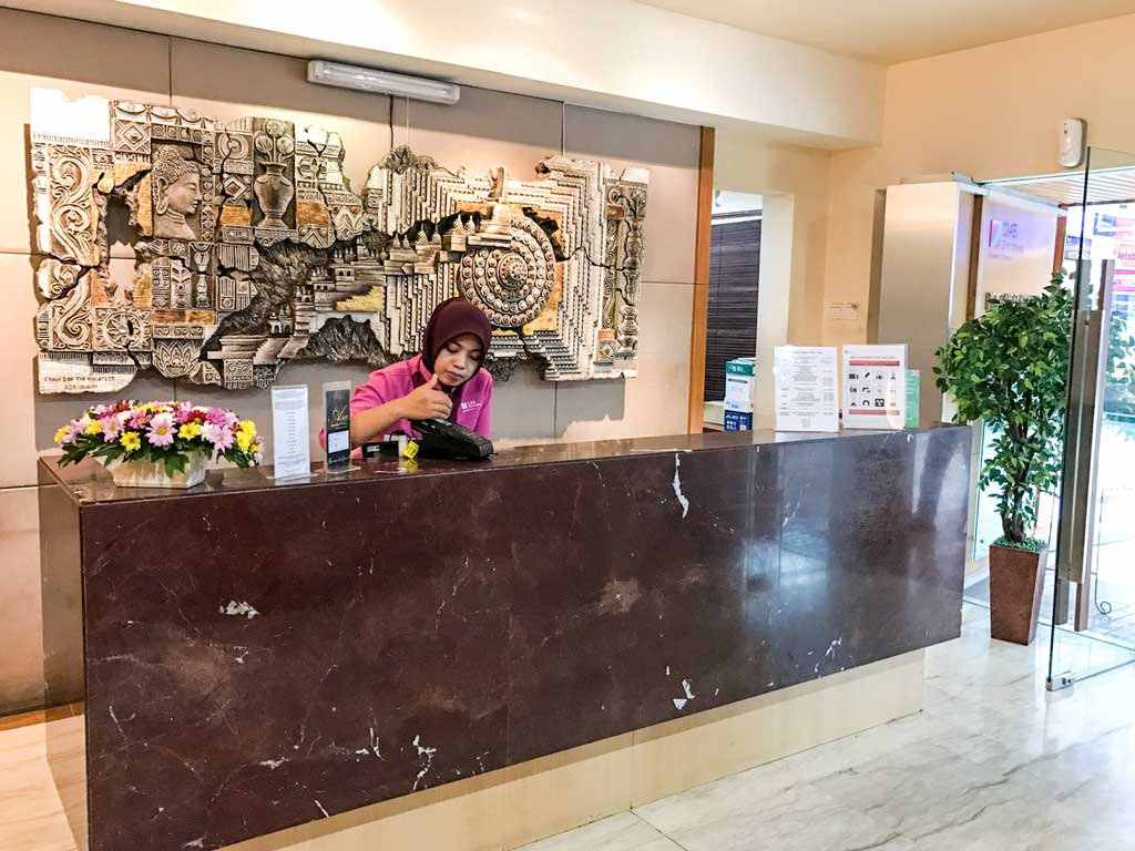 premier lounge jakarta - front desk
