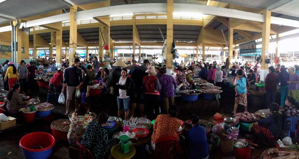 nha trang cooking class: Xom Moi market