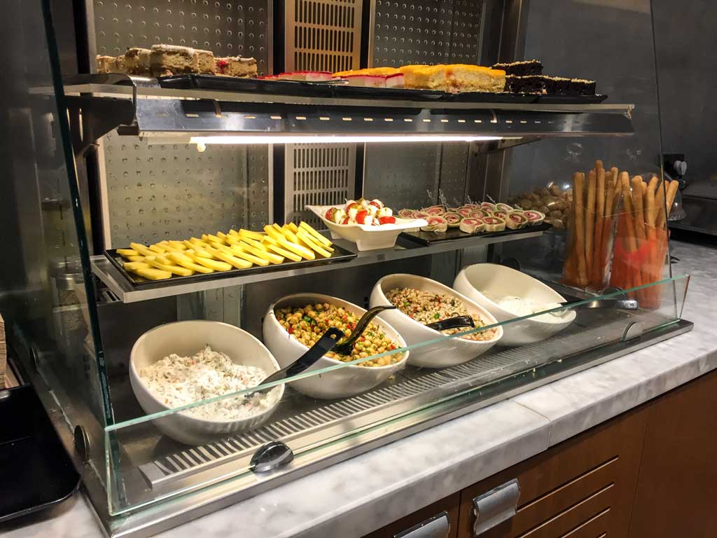 comfort airport lounge istanbul food