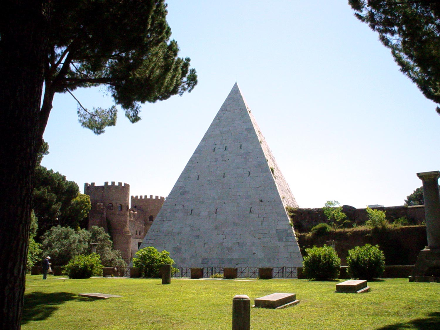 best kept secrets of Rome - Pyramid