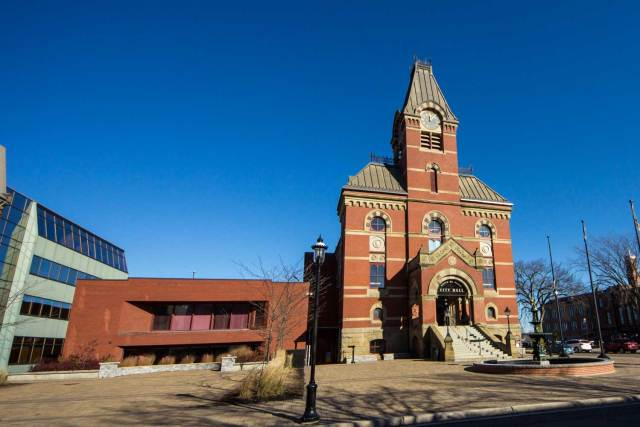 Things to do in Fredericton: Fredericton City Hall
