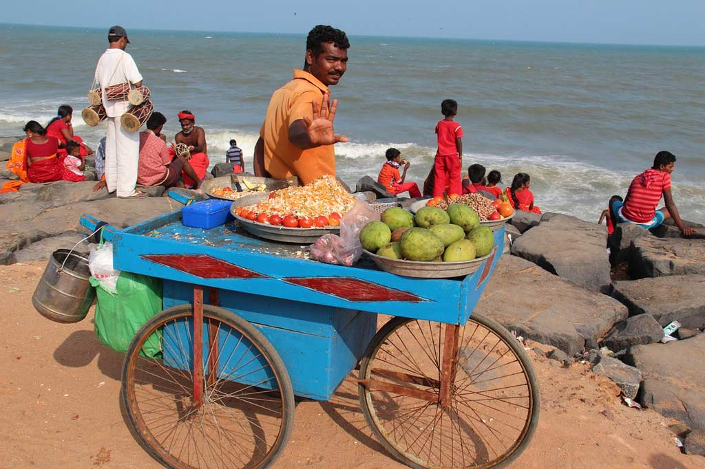 pushy street vendors- india
