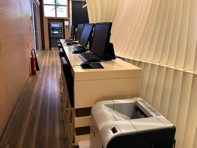 HSBC Premier Lounge Working Station
