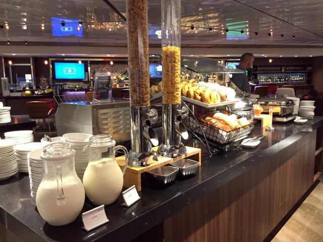 Delta Sky Clubs in Atlanta: Breakfast Bar