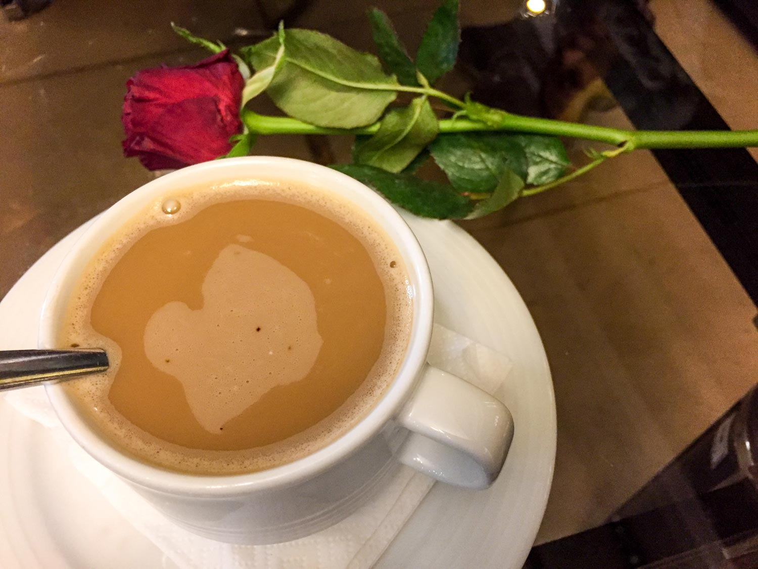 Setareh Hotel Isfahan - You're greeted with tea and a rose