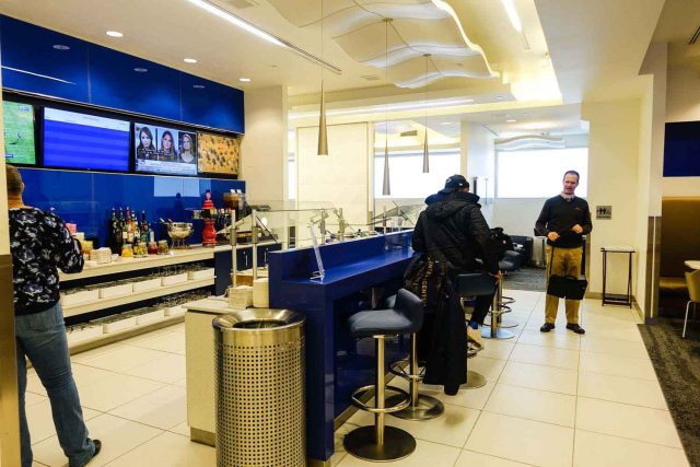 Delta Sky Club at Philadelphia Airport: A view of the bar area