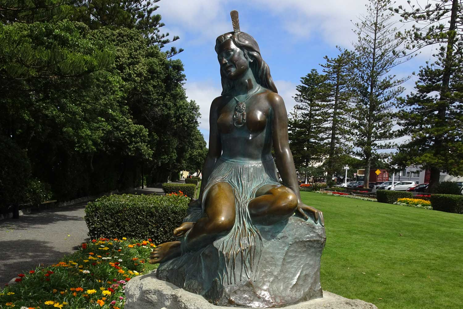 South Pacific Island Vacation destinations - New zealand pania statue
