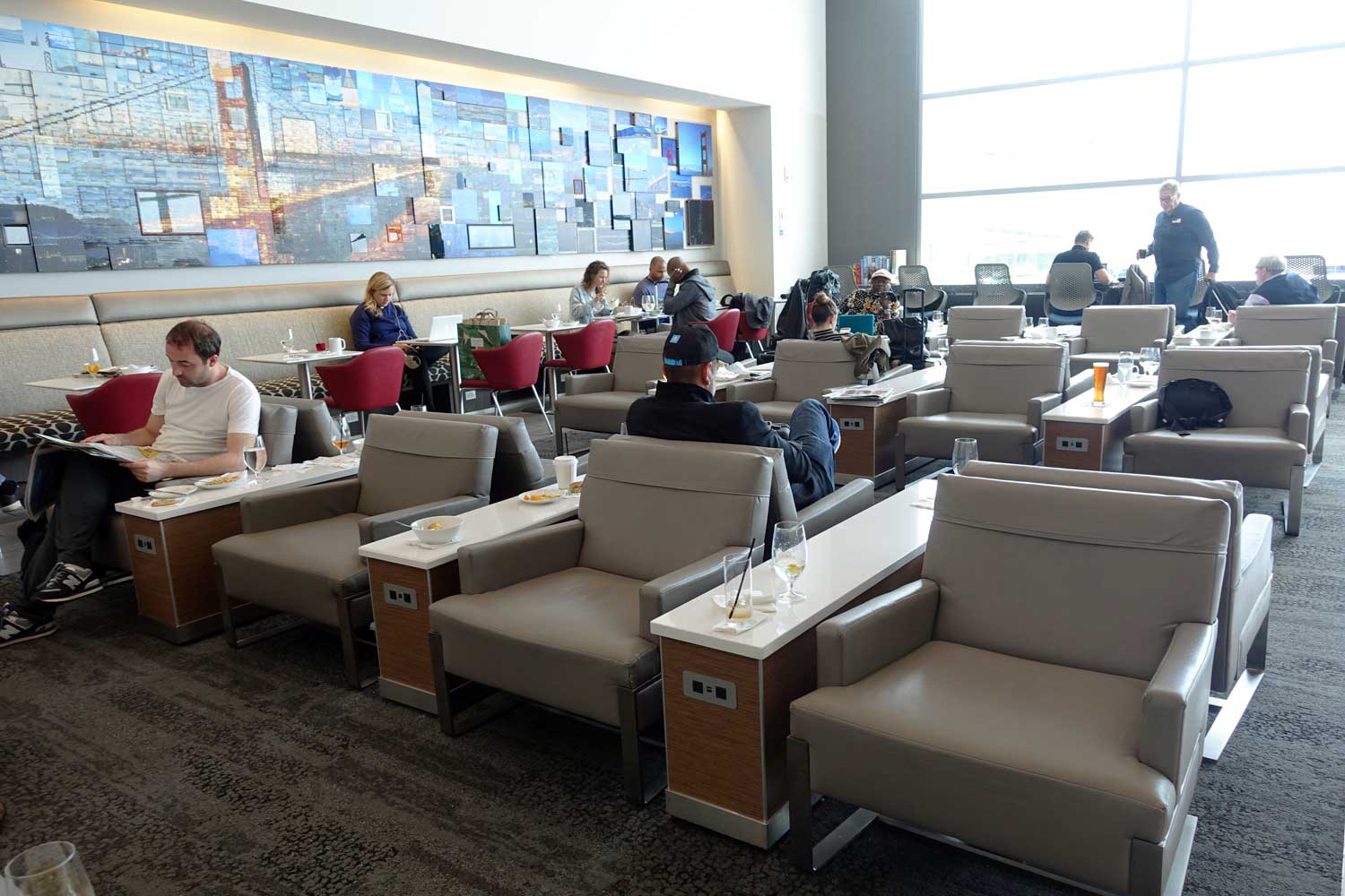 delta sky club san francisco main lounge area
