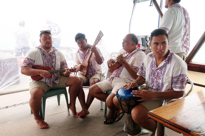 Aitutaki culture vaka cruise staff