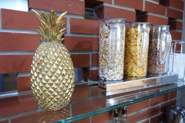 Primeclass Lounge Frankfurt pineapple