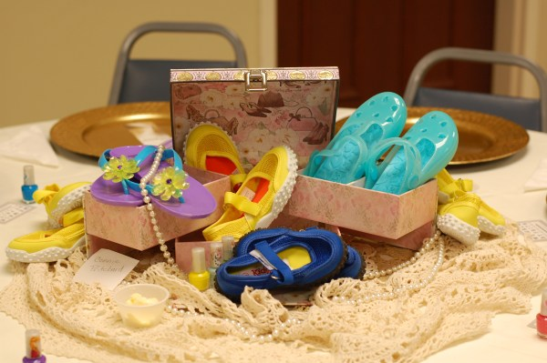 1-ladies-day-shoes-table-decor