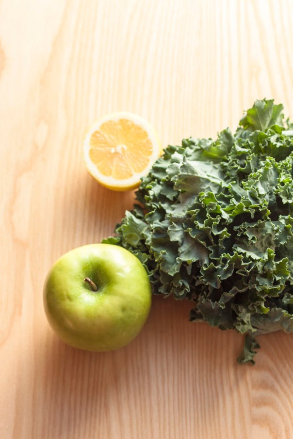 Apple + Kale Green Smoothie @ thesassylife