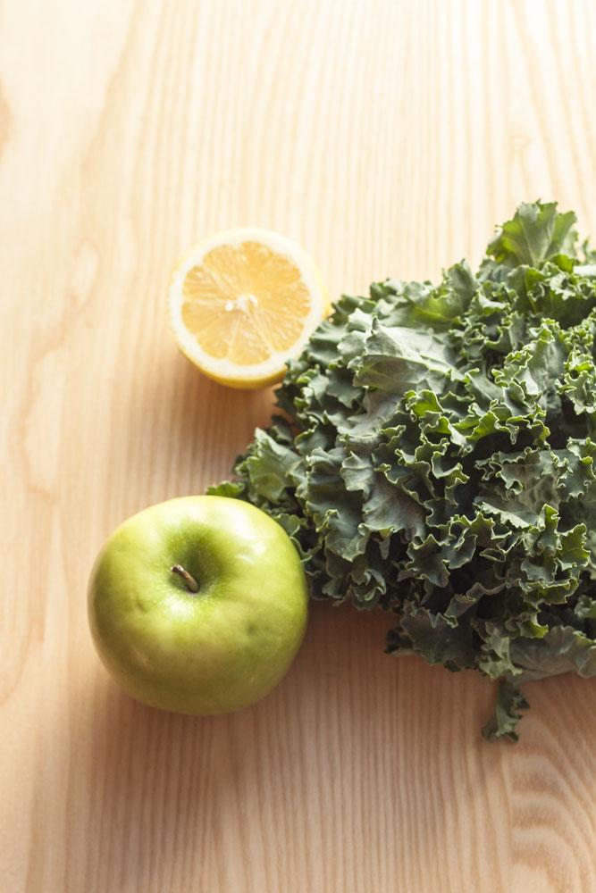 Apple + Kale Green Smoothie @ thesassylife