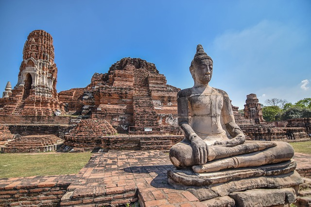 one of the best things to do in Thailand is visit Ayutthaya