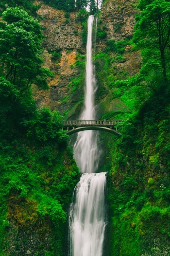 Multnomah Falls American travel bucket list destination
