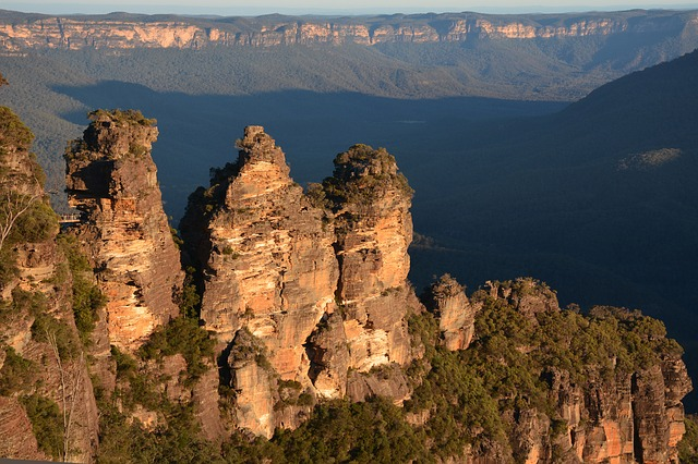 Australian bucket list ideas include The Three Sisters an unusual rock formation in the Blue Mountains