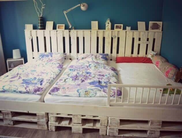 Multi-Kid Pallet Bed