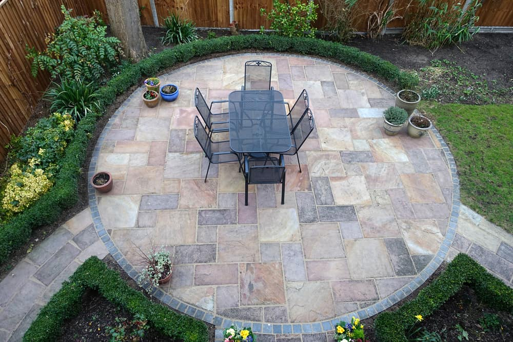 circular patio hedges and seating