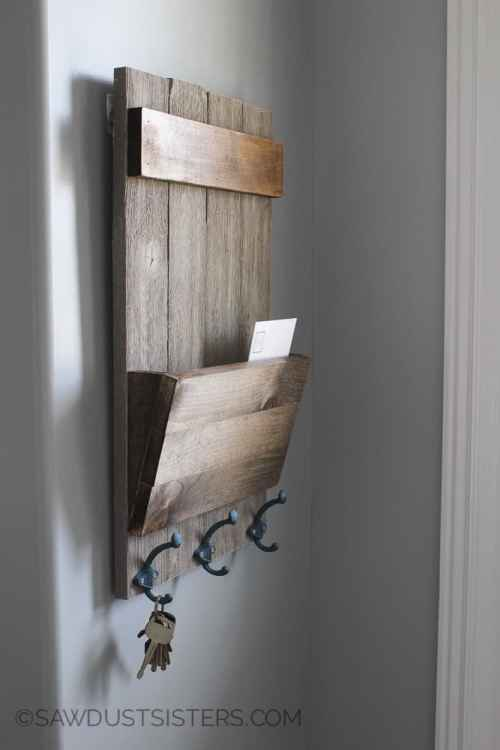 Rustic Mail Holder in 5 easy steps. Quick and easy wood project for the whole family