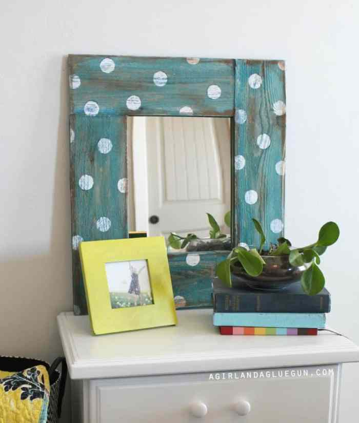 Polka Dot Mirror Forget boring mirrors, transform an inexpensive dollar store mirror into a work of art. This polka dot mirror is easy to make and is perfect for a beginningDIY'er.thesawguy.com