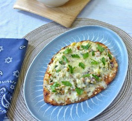 Clam Chowder Pizza with Fennel on Naan Bread