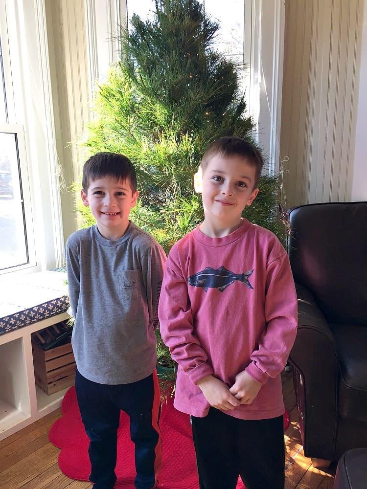 boys-with-tree