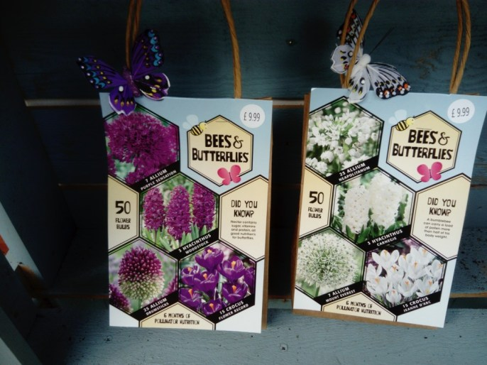 Bee and butterfly mix A mix of 50 purple or white bulbs all perfect for attracting bees and butterflies.