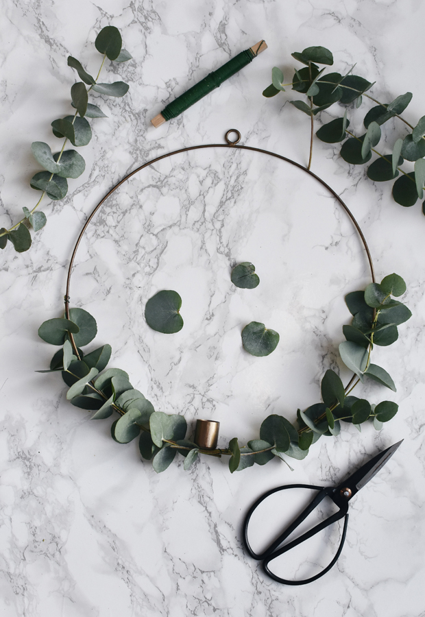 How to make a minimalist Christmas wreath | These Four Walls blog