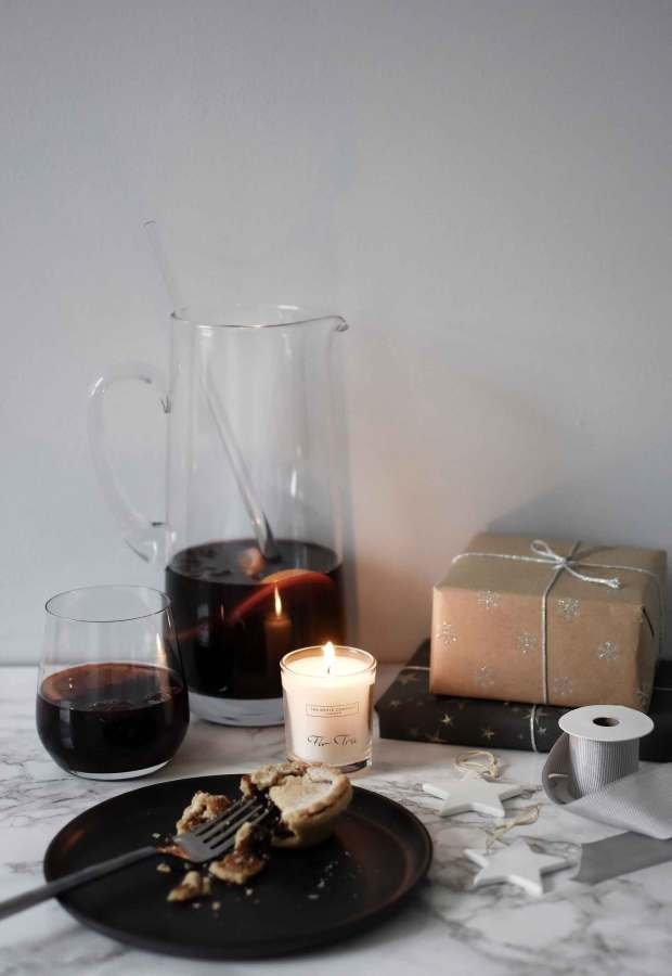 How to have a minimalist Christmas | These Four Walls blog