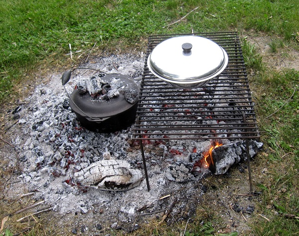 Baking pizza on a campfire