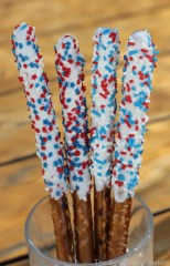 White Chocolate Dipped 4th of July Pretzel Rods